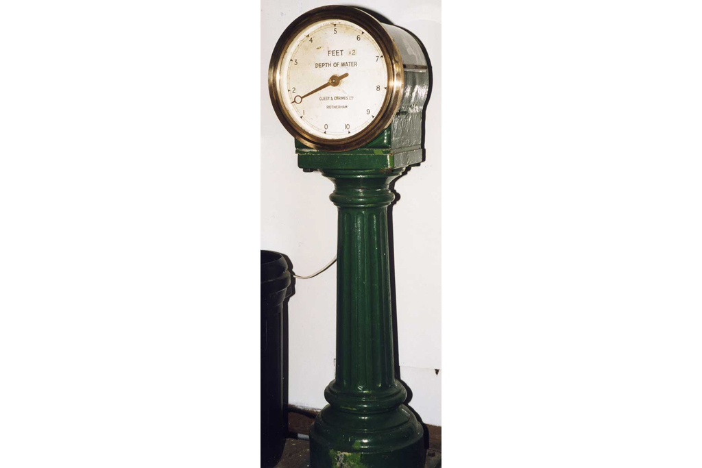 Guest & Grimes Water Level Instrument